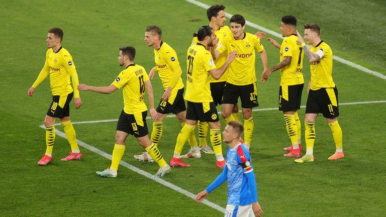 Пет гола за едно полувреме пратиха Борусия (Д) на финал, талант получи тежка контузия