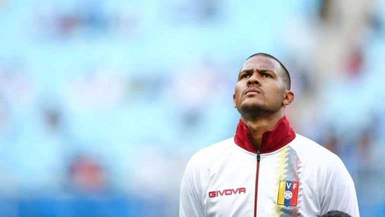Юнайтед поглежда чак към Китай за решение на проблемите напред