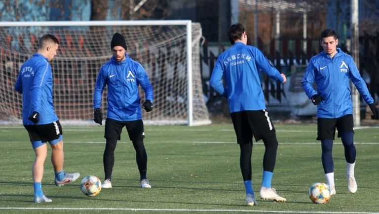 Футболистите на Левски направиха две тренировки преди контролата с Рапид (Виена)