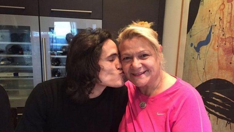 Майката на Кавани поиска извинение от боса на Атлетико - иначе няма трансфер