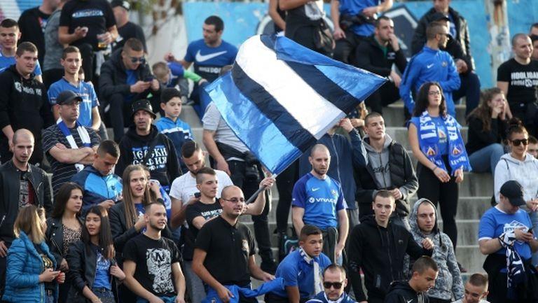 Феновете на Левски почти изкупиха билетите за дербито с ЦСКА-София
