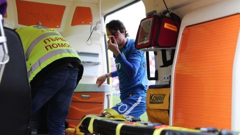Райнов потегли към болница със съмнение за счупен нос (видео)