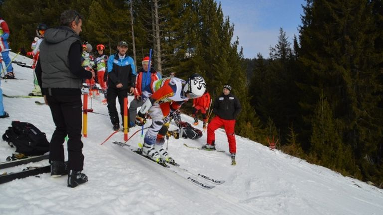Скиорите на Чамкория и Паничище доминираха в първия ден на олимпийския зимен младежки фестивал