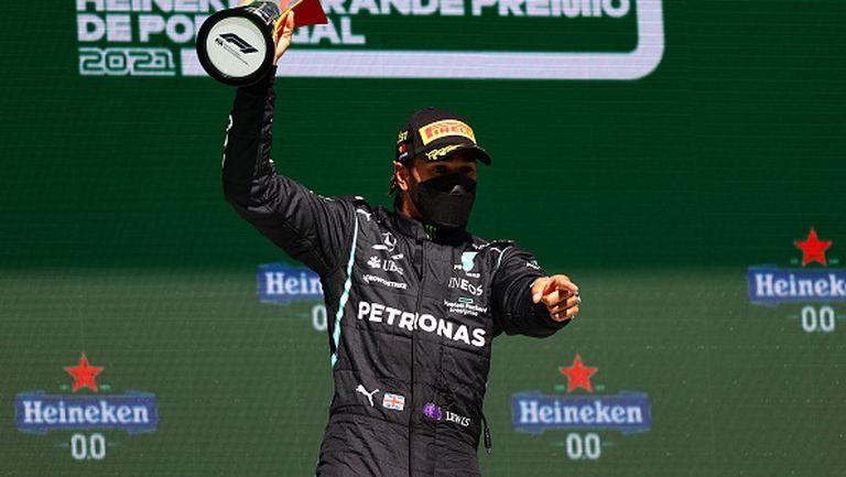 Страхотен Хамилтън триумфира в Португалия