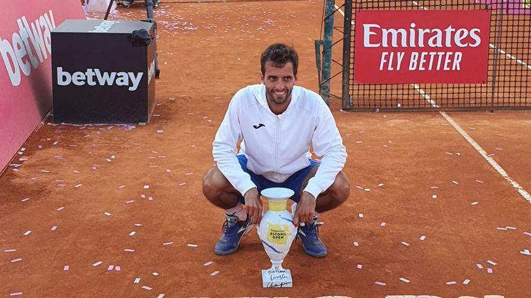 Рамос-Виньолас продължи серията си на клей и спечели титлата в Ещорил