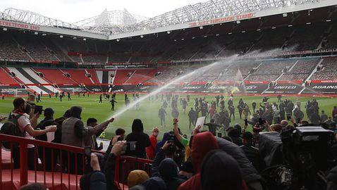 От Манчестър Юнайтед и Ливърпул коментираха отлагането на дербито