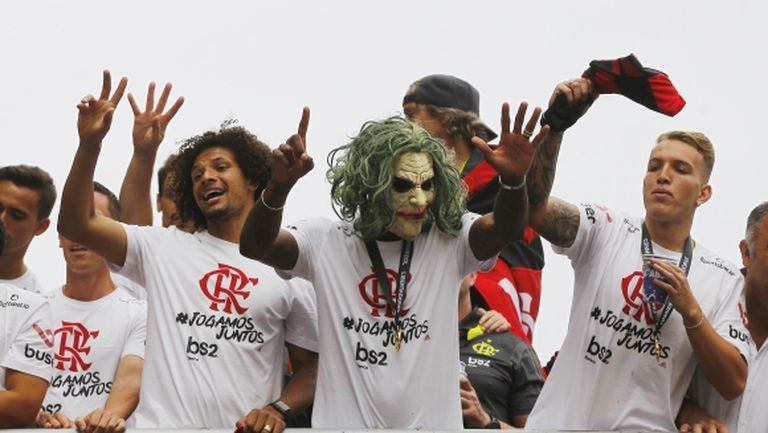 Празникът за Фламенго не спира, делириум в Рио (видео + галерия)