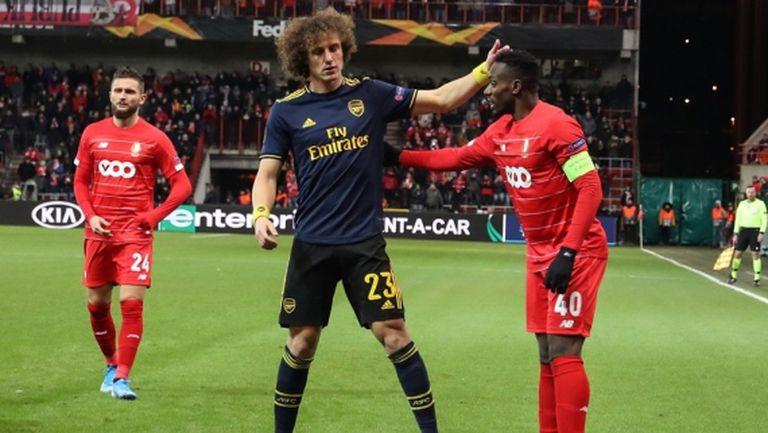 Арсенал вкара два гола за 3 минути и спечели групата си (видео)