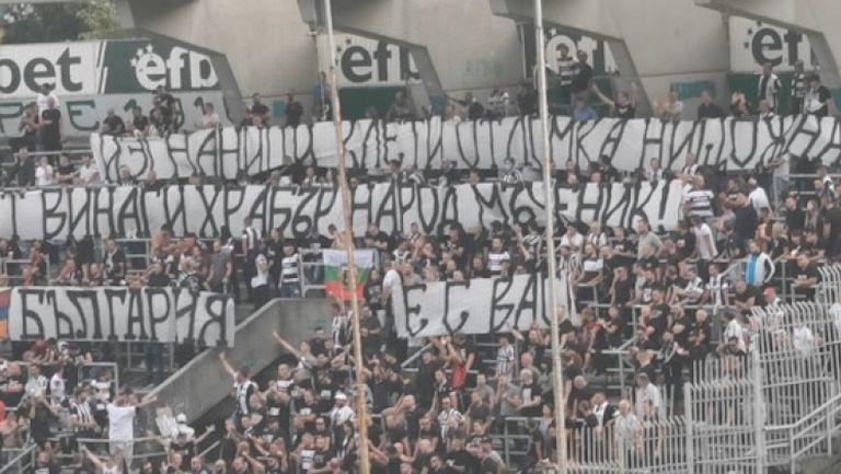 """""""Смърфовете"""" издигнаха транспарант в подкрепа на Армения"""