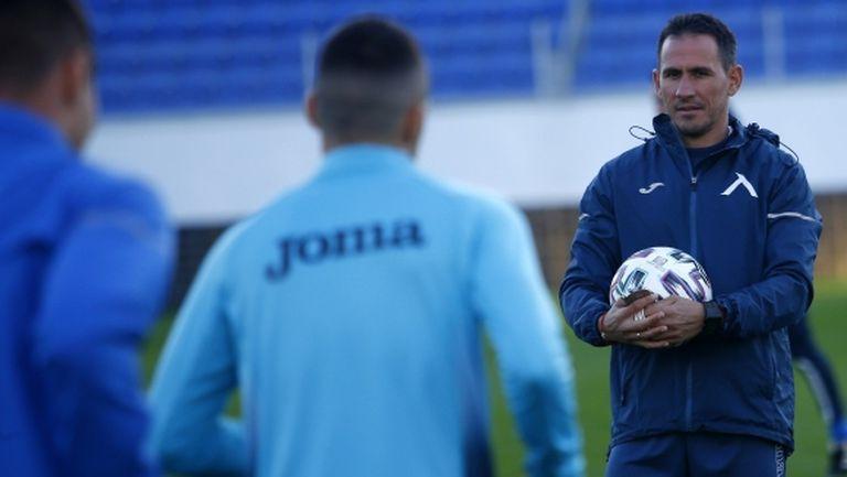Левски тренира преди мача с Партизан, Стаси участва в заниманието (видео)