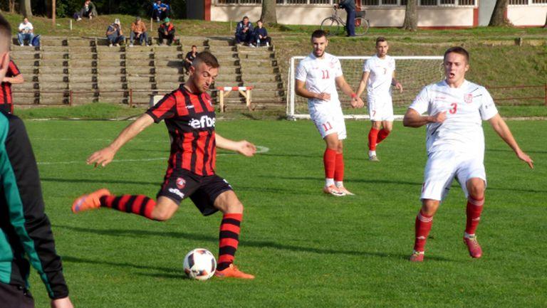 Стаматов и Гърков носят 3 точки за ОФК Карнобат у дома