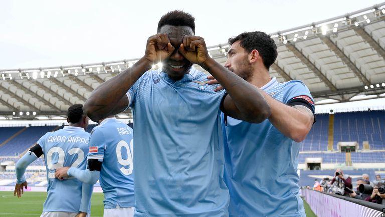 Лацио завърши с 9 души срещу отбора на Гълъбинов, но взе трите точки (видео)