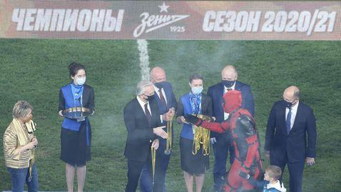 Звезда на Зенит смени футболния екип с костюм на филмов герой (видео)