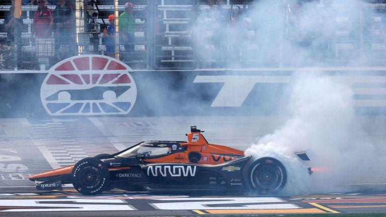 McLarenс първа победа в Индикар от завръщането си в сериите