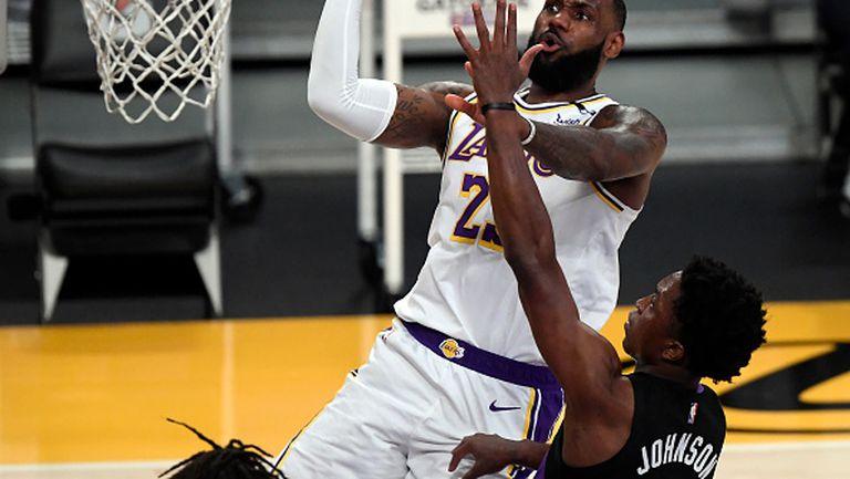 Лейкърс с трета поредна загуба в НБА