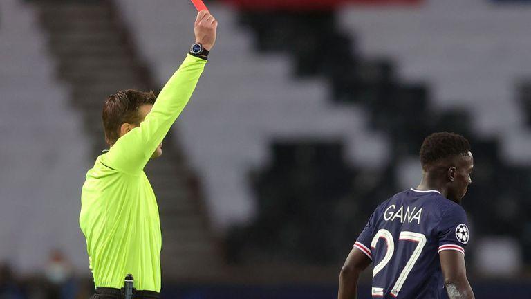 УЕФА наказа Идриса Гай за два мача
