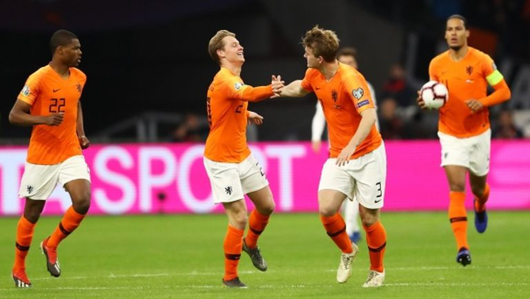 Де Лихт може и да премине в Барселона, смята Де Йонг