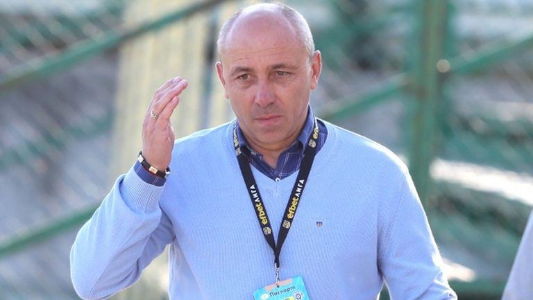 Много проблеми за Илиан Илиев преди сблъсъка срещу Етър