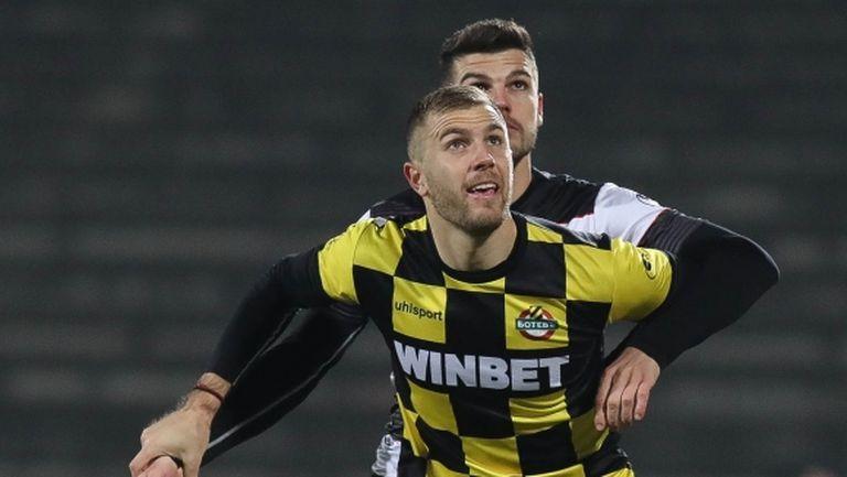 Тодор Неделев и Атанас Илиев отпаднаха от групата на Ботев (Пловдив) за мача с Берое