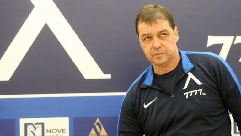 Левски се разплаща с Хубчев