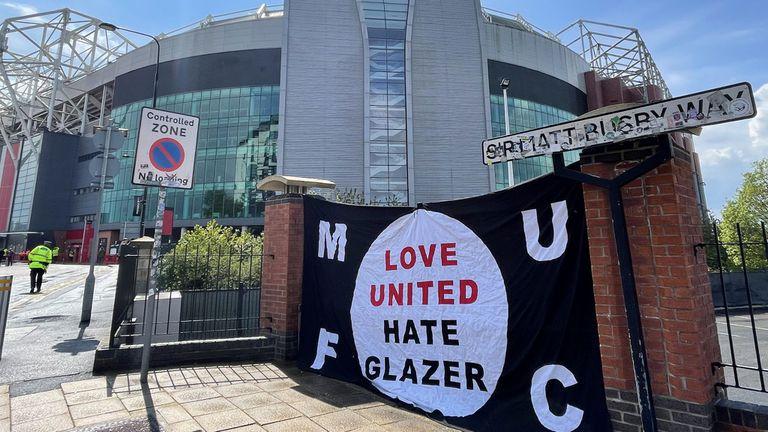 Само един задържан след протестите на феновете преди Ман Юнайтед - Ливърпул в неделя