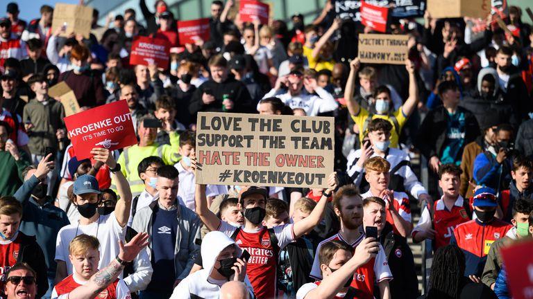 Тиери Анри потвърди, че има оферта за покупка на Арсенал
