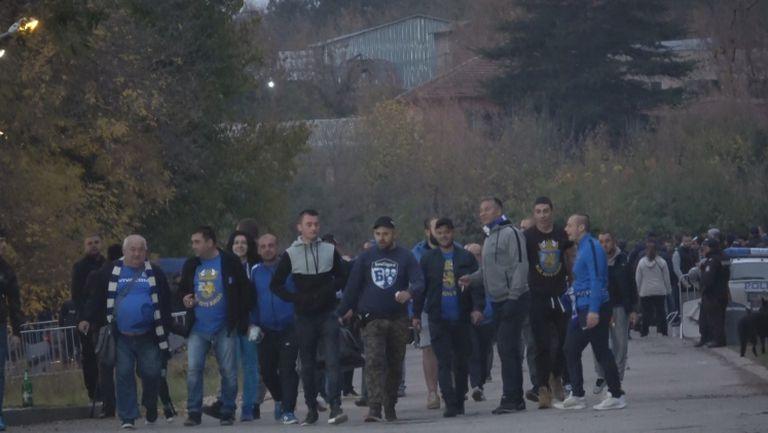 Феновете на Левски пред сектора за гости на Лудогорец арена