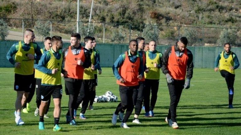 Черно море тренира без шестима в Турция