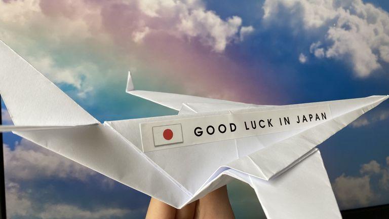Самолет оригами за спечелилите квоти в борбата