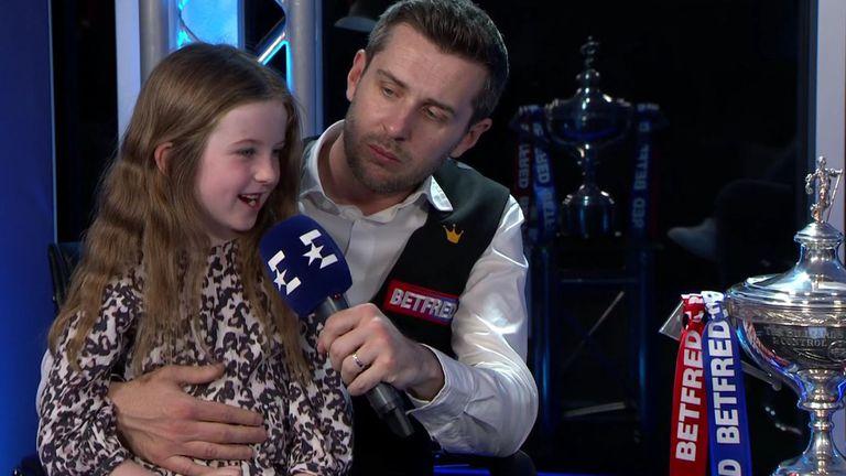 Дъщеричката на Марк Селби разтопи феновете след световната титла