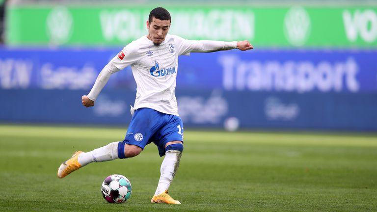 Защитник на Шалке пропуска края на сезона в Германия