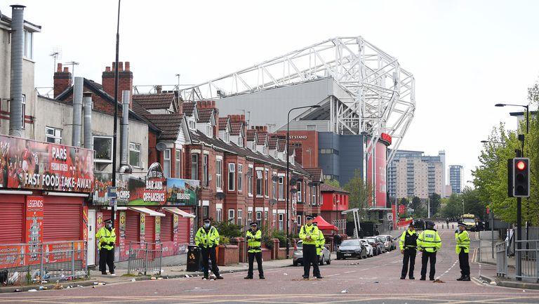 Манчестър Юнайтед се движи с полицейски ескорт
