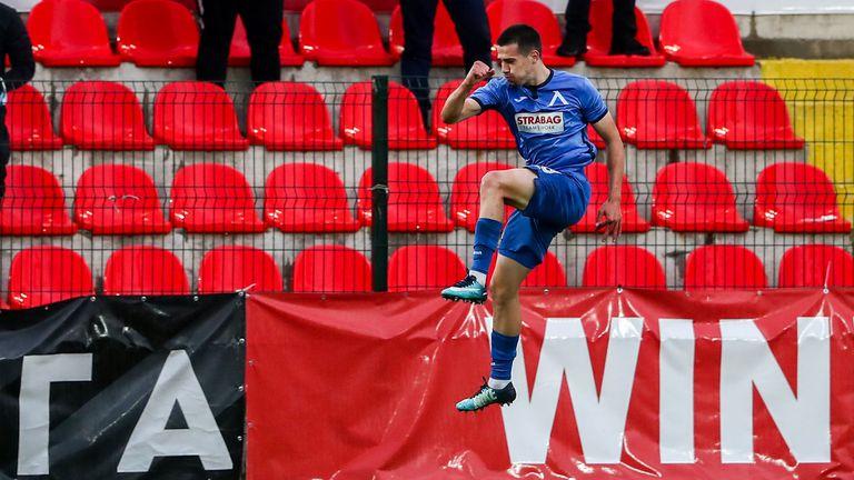 Марин Петков разстреля Джони Пласид за 1:0 за Левски срещу Царско село