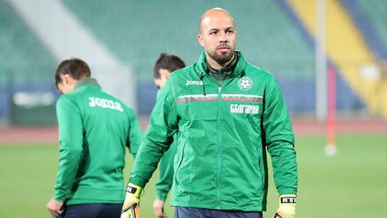 Ники Михайлов мина прегледи, подписва с Левски до часове