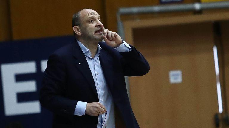 Тити Папазов обясни как се стигна до разгрома и похвали по един играч от двата отбора
