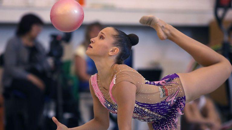 Девето място в многобоя и два финала за Воложанина СК в Ташкент