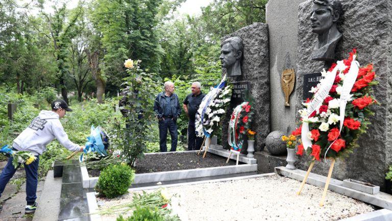 Ръководството на Левски почете паметта на Гунди и Котков