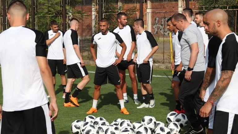 В Германия не разбират защо Велков е сменил Славия с аматьори