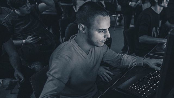 Fortnite играч №1 в България разкри какво е нужно, за да успееш в любимото заглавие на милиони 🇧🇬