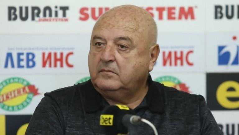 Стефанов: Aз не търся начини да спася Славия по административен път