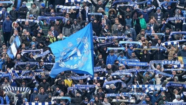 Феновете на Левски призоваха за отваряне на стадионите