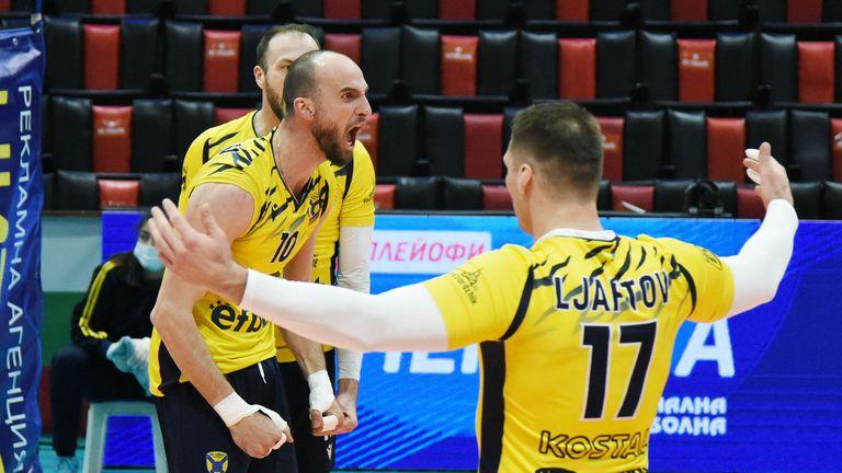 Фантастичен волейбол! Сашо Попов и Хебър са на финал след 5-геймова драма срещу Монтана