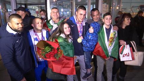 Шампионско посрещане за медалистите от ЕП по вдигане на тежести