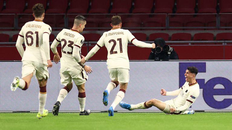"""Аякс не се възползва от грешките на Рома и подари победата на """"вълците"""" (видео)"""