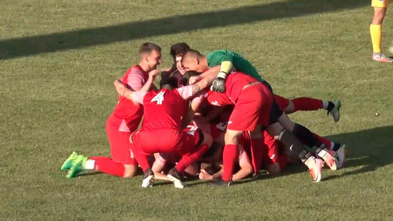Пламен Колев реализира трети гол за Розова долина срещу Марица (Пловдив)