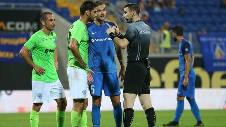 Трима отпаднаха от групата на Черно море за мача с Левски