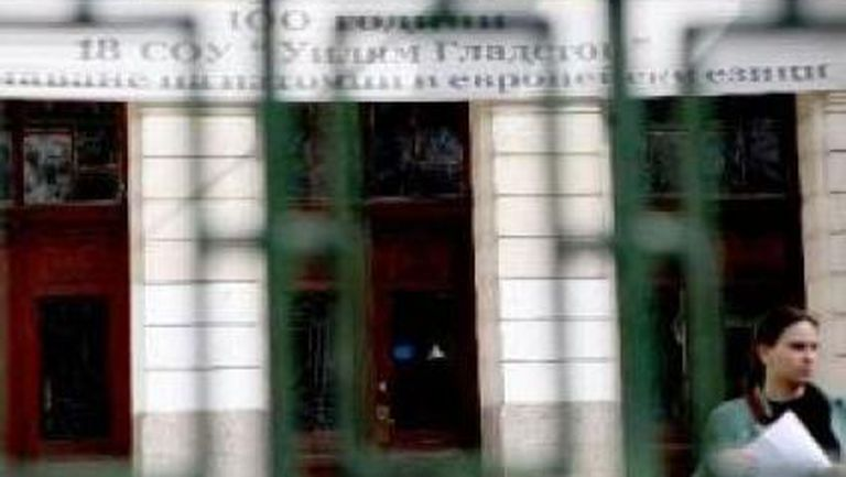 Синът на Боевски се простреля в училище