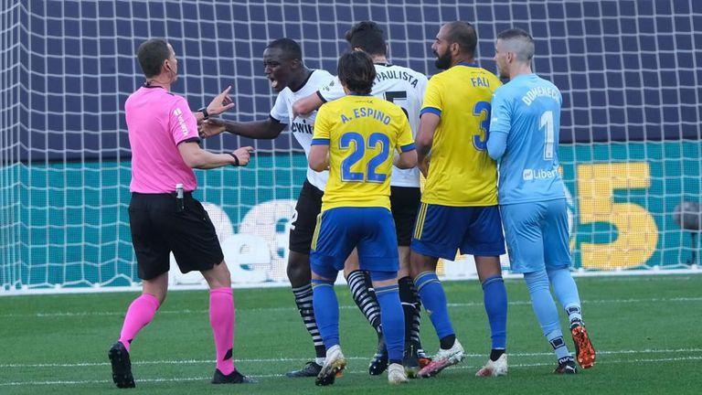 Официално: Ла Лига отрече за расизъм в мача Кадис - Валенсия