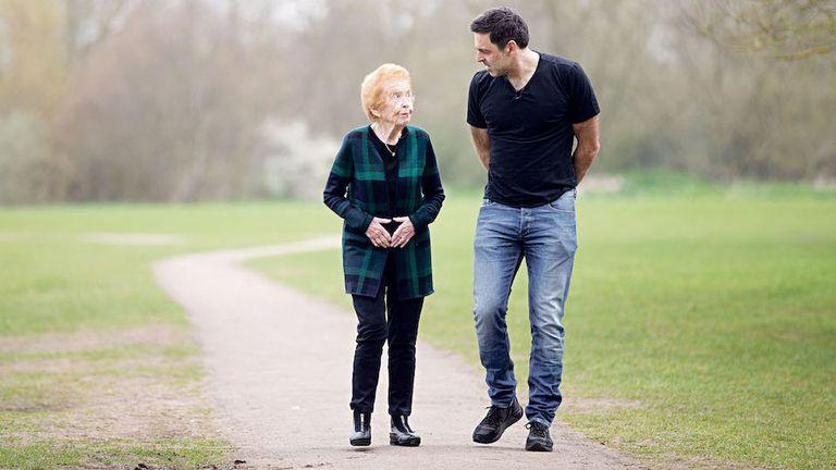 Рони О'Съливан интервюира оцелели от Холокоста (видео)