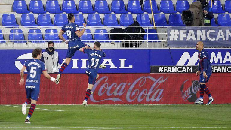 Уеска спечели дербито на дъното срещу Елче